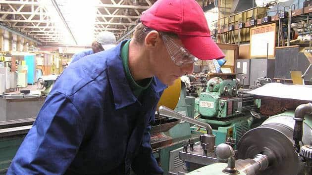 soustruh strojirenstvi delnik zamestnanec denik 630